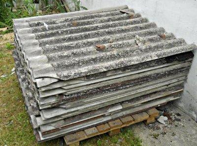 Informacja o konieczności usunięcia pokryć dachowych zawierających azbest