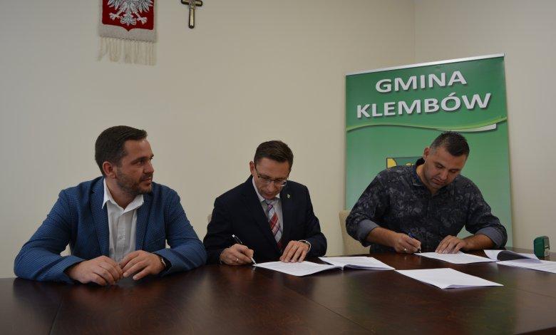 Umowa na budowę dróg w Ostrówku podpisana