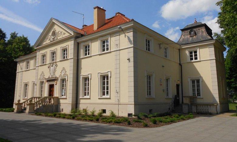 Umowy na renowację i adaptację piwnic oraz parku zabytkowego w Woli Rasztowskiej podpisane!