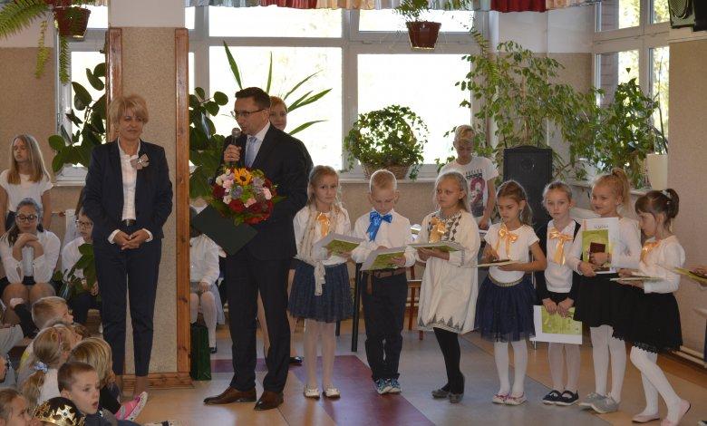 Ślubowanie uczniów I klas w szkołach gminy Klembów