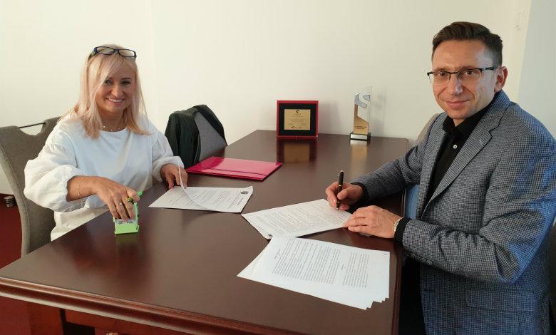 Umowa na budowę boiska w Starym Kraszewie podpisana!